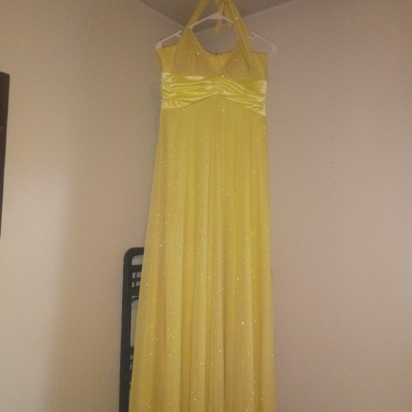 Dresses & Skirts - Yellow prom dress size large halter